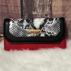 ●Kassia Wallet With RFID Blocking ●